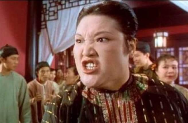 魯芬在《九品芝麻官》與宛瓊丹連珠炮的對罵,讓影迷堪稱經典。(圖/微博)