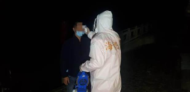 After arresting stowaways, the coastal patrol immediately notified the Ministry of Health and Welfare Department of Disease Control and Kinmen County Health Bureau and handled them according to the procedures prescribed by the Central Outbreak Command Center.  (Provided by Golden Gate Coast Guard)