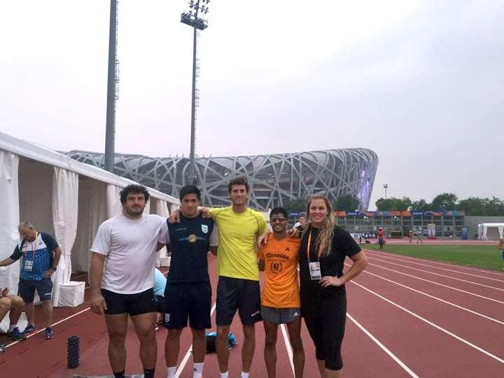 En el Mundial de Beijing 2015, Germán Lauro,  Braian Toledo, Germán Chiaraviglio, Juan Manuel Cano y Jennifer Dahlgren, con El Nido detrás.