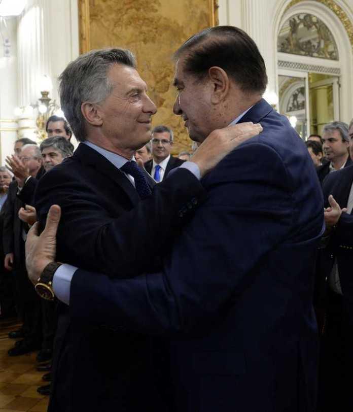 Macri, junto a Guillermo Pereyra, tras anuncios por Vaca Muerta en 2017. (DyN)