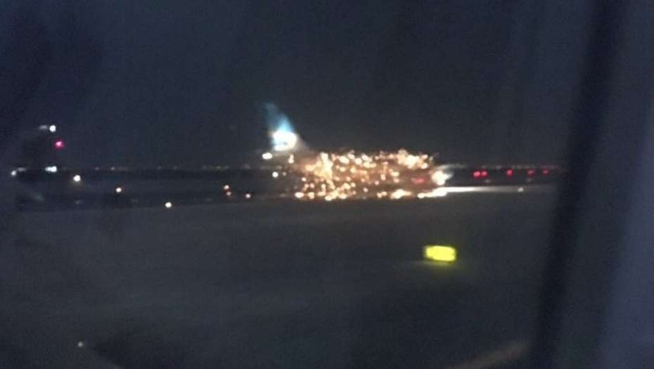 Explosión en un avión de Aerolíneas Argentinas en el aeropuerto de Nueva York