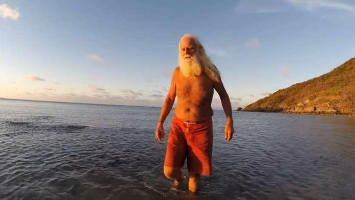 Fue multimillonario y hace 20 años vive solo en una isla desierta