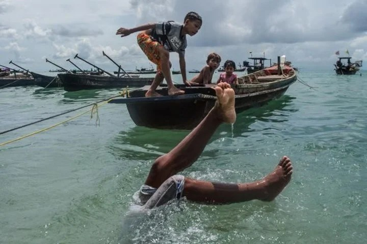 """The """"nomads of the sea"""": the Moken tribe, between Myanmar and Tailiandia.  Photo: AFP"""