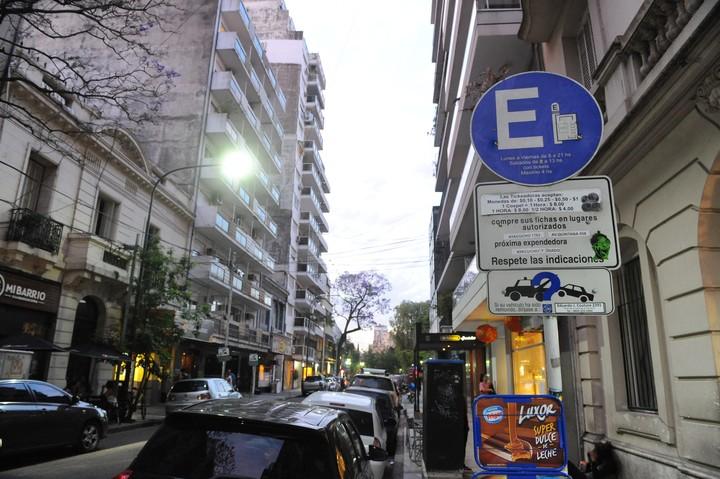 El lunes habrá que pagar estacionamiento medido, pero el miércoles 1° no estará vigente. Foto: Mario Quinteros.