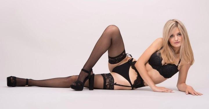 Una modelo italiana de 18 años subasta su virginidad y causa polémica en todo el mundo