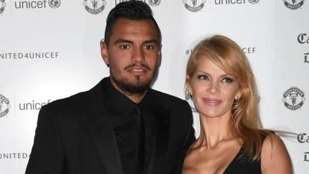 Sergio Romero junto a Eliana Guercio en una cena de gala del Manchester United.