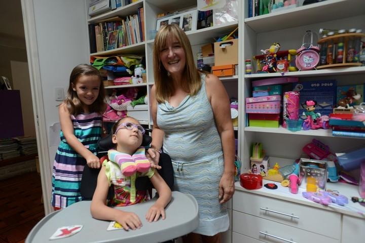 Día de la Mujer: a partir de las necesidades de su hija, armó un emprendimiento de juguetes para chicos con discapacidad