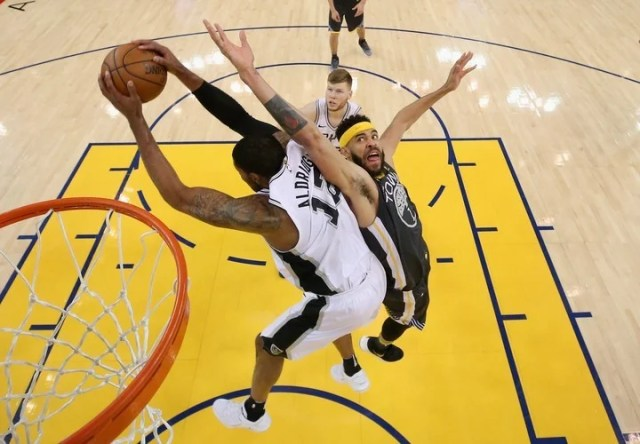 OAKLAND, CA - APRIL 16: JaVale McGee #1 of the Golden State Warriors and LaMarcus Aldridge #12 of the San Antonio Spurs go for a rebound during Game 2 of Round 1 of the 2018 NBA Playoffs at ORACLE Arena on April 16, 2018 in Oakland, California. NOTE TO USER: User expressly acknowledges and agrees that, by downloading and or using this photograph, User is consenting to the terms and conditions of the Getty Images License Agreement. Ezra Shaw/Getty Images/AFP== FOR NEWSPAPERS, INTERNET, TELCOS & TELEVISION USE ONLY ==
