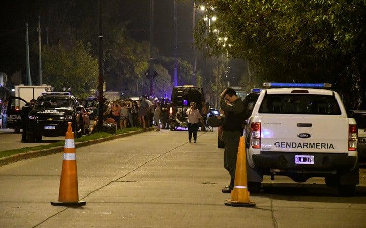 Operativo policial tras el crimen en el barrio Municipal de Rosario, en el sur de la Ciudad. Foto Juan José García