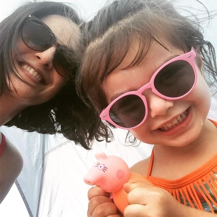 Juliet y la pequeña Elena, de tres años de vida.