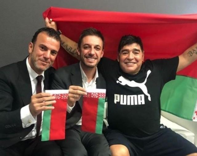 Diego Maradona ya posó con los colores de su nuevo club (Instagram).