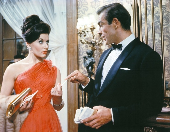 Sean Connery and Eunice Gayson in Dr. No (1962)