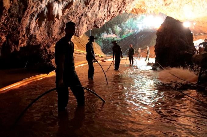 El rescate de los chicos atrapados en una cueva chicos equipo de futbol perdidos en caverna Tham Laung Khun Nam Nang Non. (ROYAL THAI NAVY/EFE)