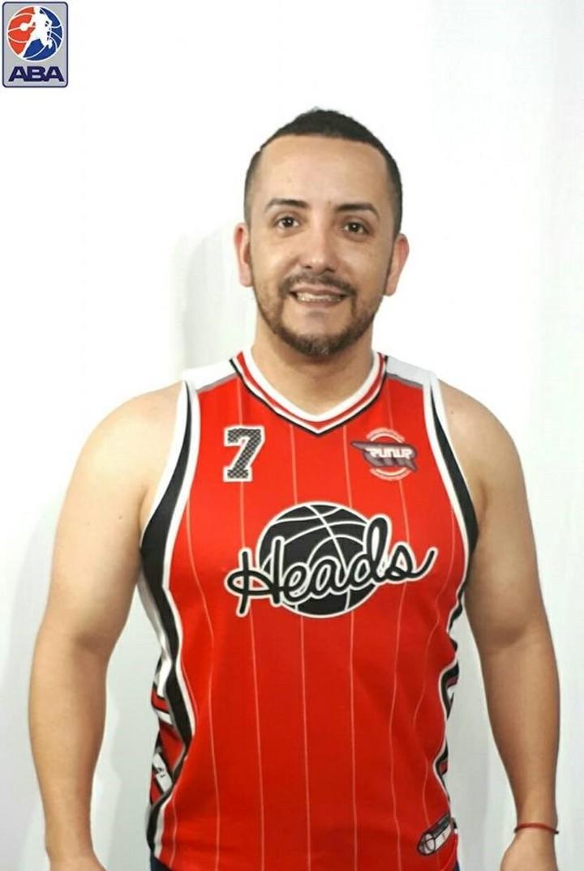 Además de policía, Soria Barba es jugador amateur de básquet en Caballito Heads.