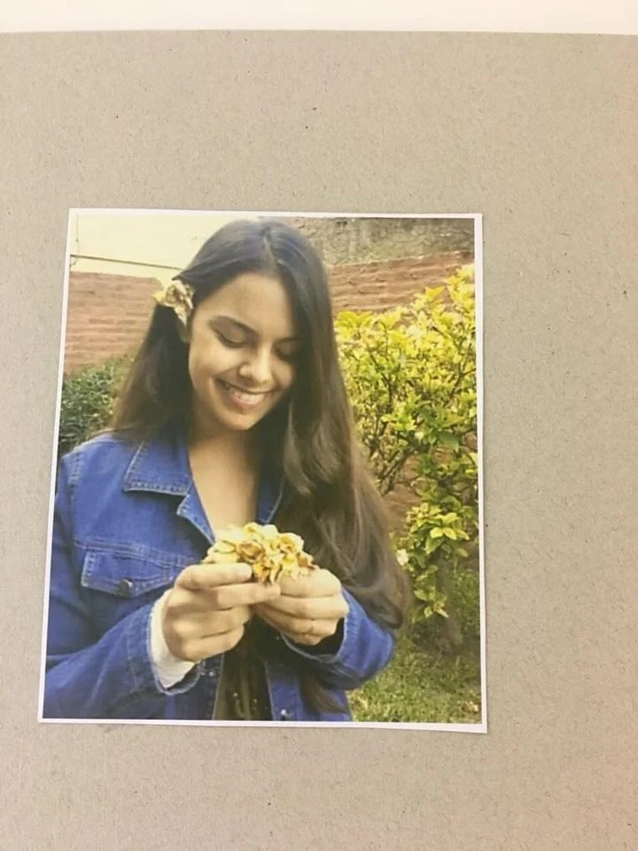 El año pasado hubo una muestra en homenaje a Anahí Benítez al cumplirse un año del crimen. Fue en la Municipalidad de Lomas de Zamora, donde expusieron cuadros pintados por la chica y retratos suyos.
