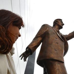 Corrupción K: diez homenajes a Néstor Kirchner que podrían caerse