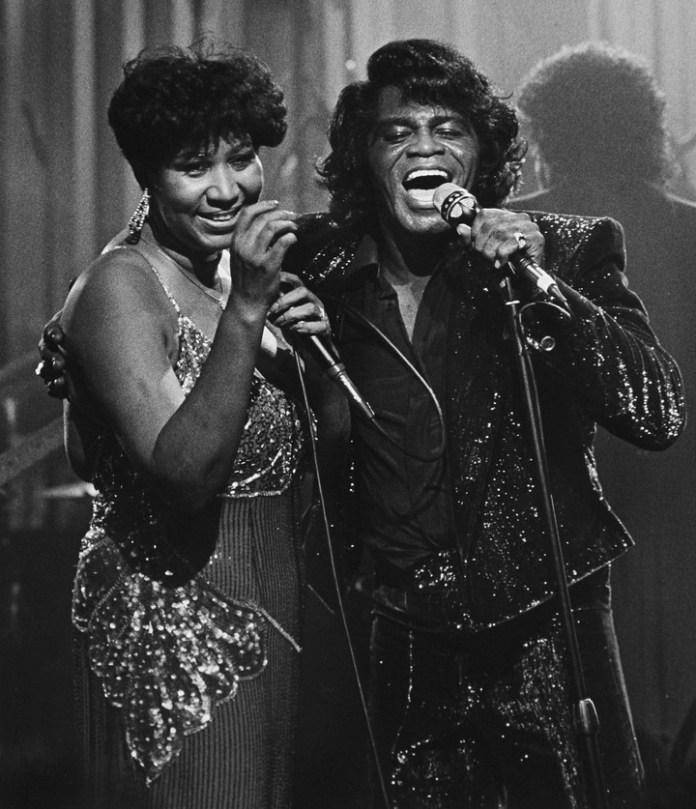 Aretha Franklin y James Brown. Él fue uno de los primeros miembros del Salón de la Fama del Rock and Roll, en 1986. Y ella fue fue la primera mujer en ingresar, un año después.
