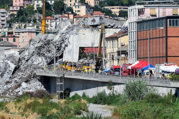 Inspección. Una comisión ministerial recorrió los escombros del Puente Morandi el 27 de agosto de 2018. EFE/ Simone Arveda