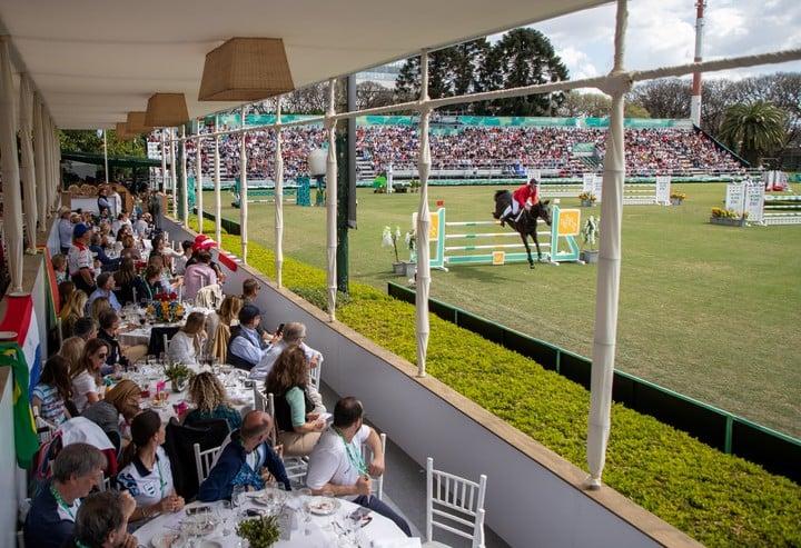 Los espectadores de la equitación, en el Club Hípico Argentino.  Foto: OIS via REUTERS