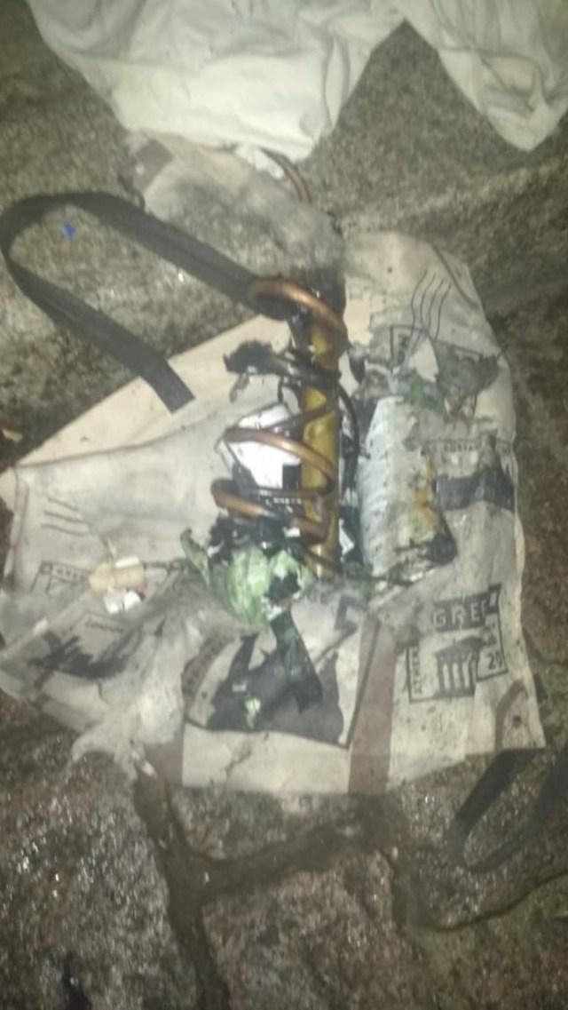 El objeto sospechoso frente a la casa de Bonadio.