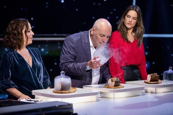 """Críticos gastronómicos, chefs y celebridades como Alessandra Ambrosio conforman el jurado de """"Todo el mundo a la mesa""""."""