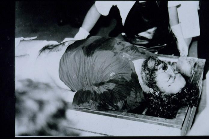 El cuerpo del narco tenía un balazo en el lado derecho de la cara, cerca del oído, que salió por la parte izquierda de su cabeza. ¿Se suicidó? (SYGMA).