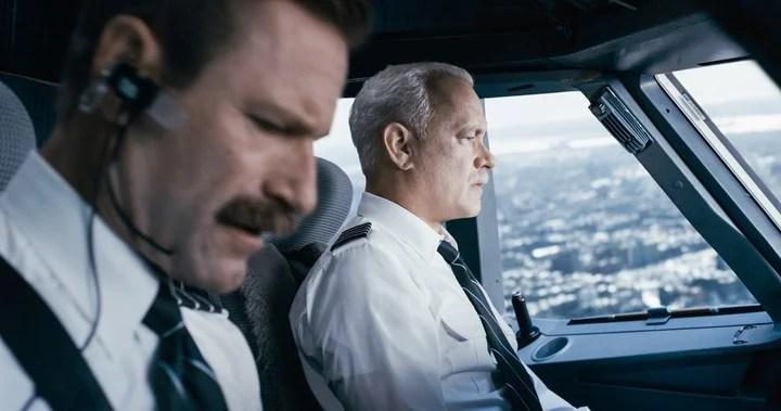 """Sully"" (2016)  protagonizada por Tom Hanks   escena pelicula Sully cine peliculas"