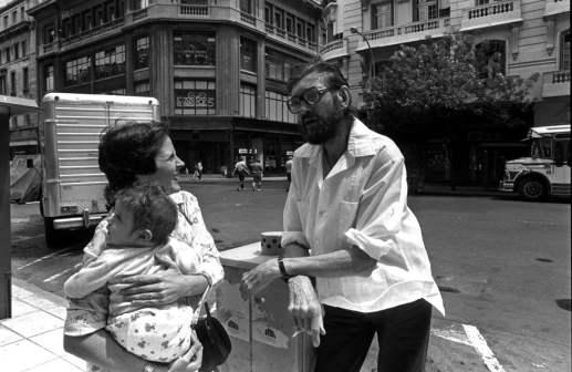 Julio Cortázar durante su última visita a Buenos Aires, en diciembre de 1983 (Dani Yako).