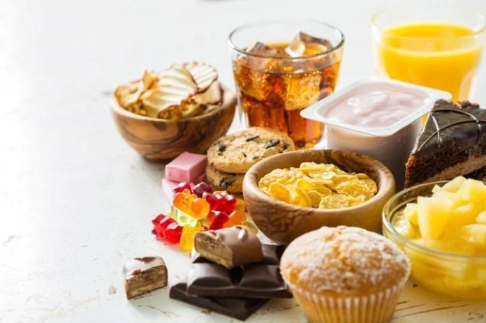 Un alimento que aporta unos 150 gramos de azúcar equivale a 10 cucharaditas.  En exceso, es la sustancia más nociva para la salud.