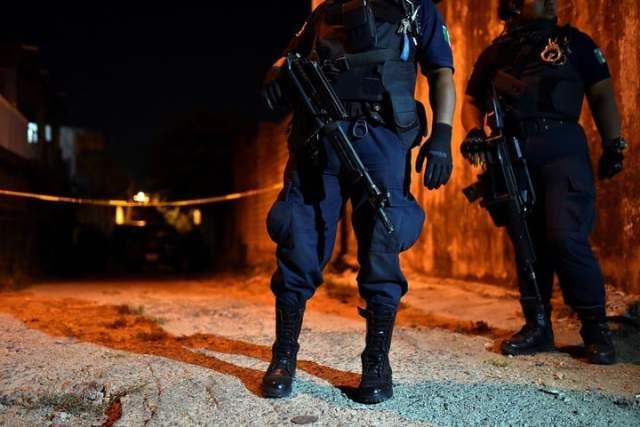 La policía vigila la zona del ataque en Minatitlán. (REUTERS/Angel Hernandez)
