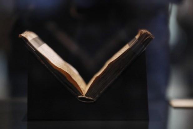 A través de los años. La copia que se expone es del siglo XIV y no está en las mejores condiciones. /EFE