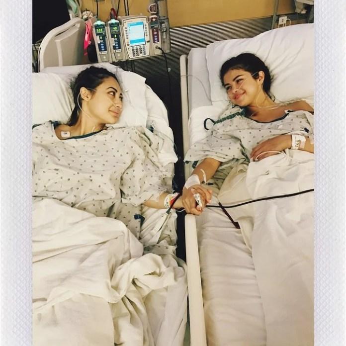 In September 2017, Selena received a kidney transplant.