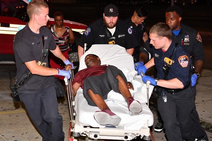 Las imágenes, tras el tiroteo en Brooklyn que dejó un muerto y varios heridos. (NY Post)
