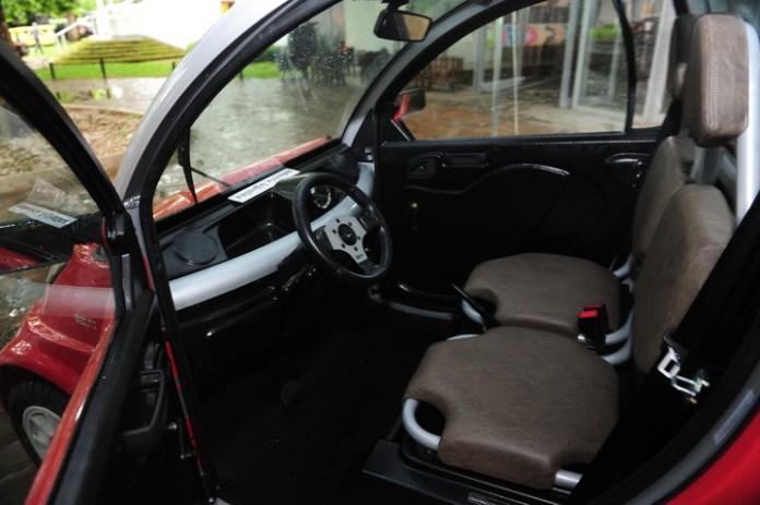 Sale al mercado el primer auto eléctrico nacional fabricado en Morón.