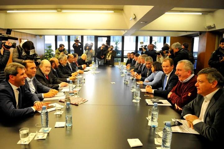 La reunión de los gobernadores en agosto cuando anunciaron que irían a la Justicia contra las medidas de Macri. (Foto Maxi Failla)