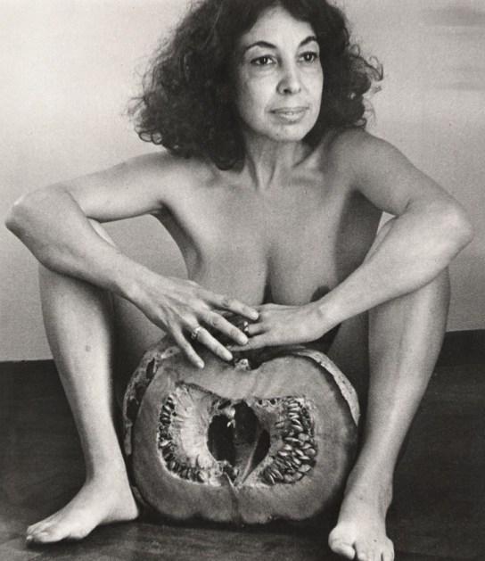 Ilse Fusková. El zapallo, 1982, fotografía blanco y negro