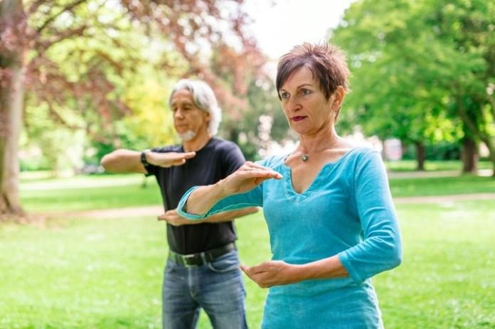 El Tai Chi es una de las disciplinas recomendadas para practicar cuando se padece osteoporosis.