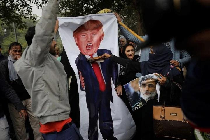 Multitudes recuerdan a Qasem Soleimani en distintos lugares del mundo y repudian a Trump. (AP)