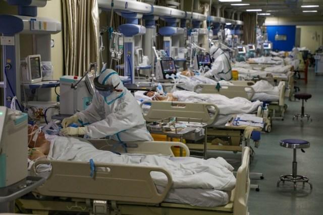 Camas. Se multiplican los pacientes en los hospitales de Wuhan. (EFE)