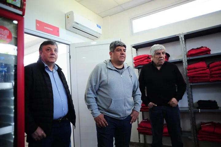 El secretario general Héctor Maldonado, el vice Pablo Moyano y su padre Hugo, el presidente de Independiente. Foto: German Garcia Adrasti.