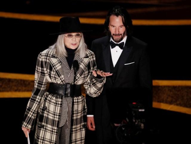 Oscar 2020: Diane Keaton llegó vestida como para pasear un día de frío  (EFE/EPA/ETIENNE LAURENT).