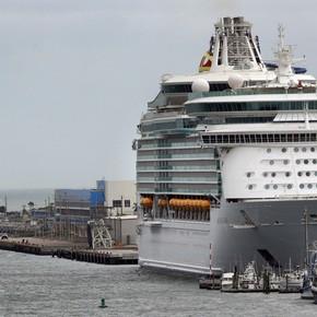 Por el coronavirus, mares y océanos se quedan sin cruceros