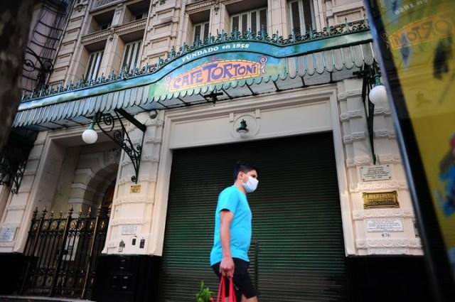 El Café Tortoni, uno de los principales atractivos turísticos de la Ciudad, cerrado por el coronavirus.  Foto Germán García Adrasti