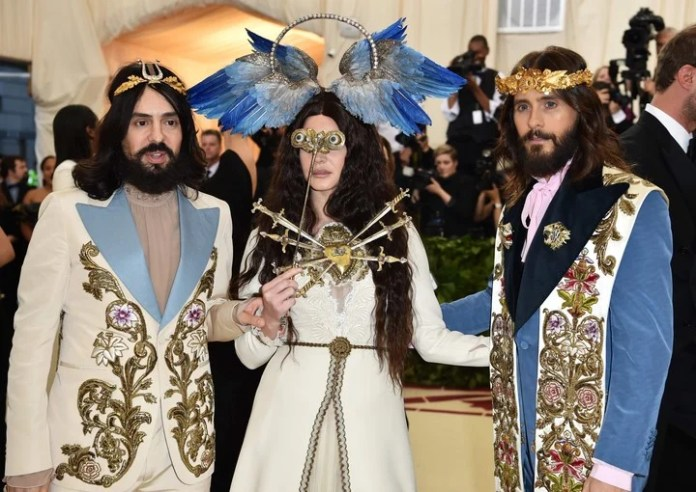 The heir. The current designer of Gucci, Alessandro Michele, with Lana Del Rey and Jared Leto, at the gala of the MET. Photo: AFP.