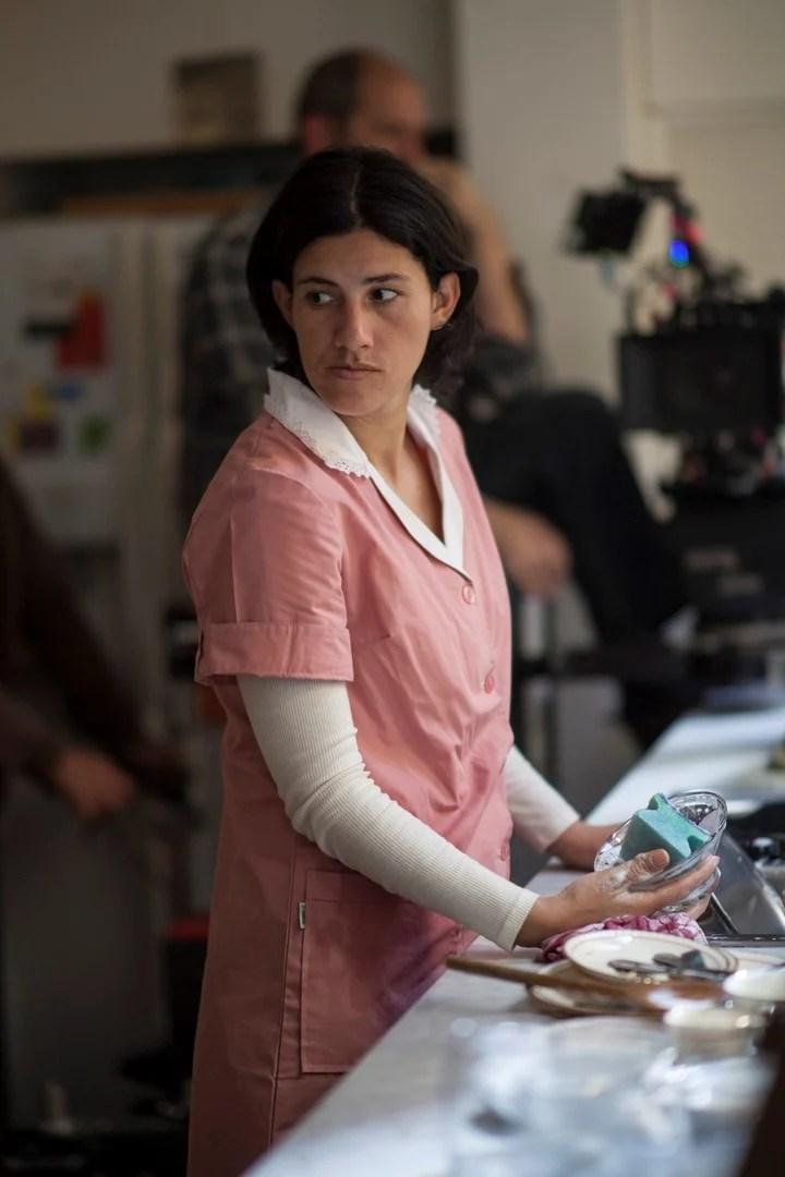 """Yanina Avila como Gladys Pereyra, la empleada doméstica de un matrimonio de la Recoleta en """"Crímenes de familia"""". Foto Netflix"""
