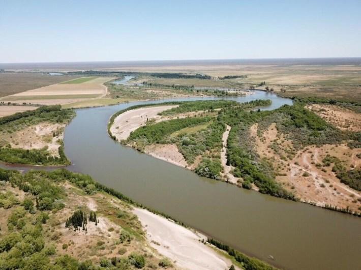 El Río Negro es uno de los principales ríos que alimenta el riego suplementario.