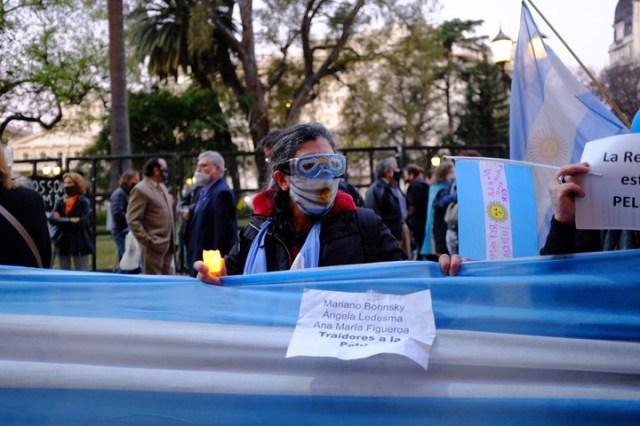 Los manifestantes cantaron el himno nacional. Foto: Germán García Adrasti.