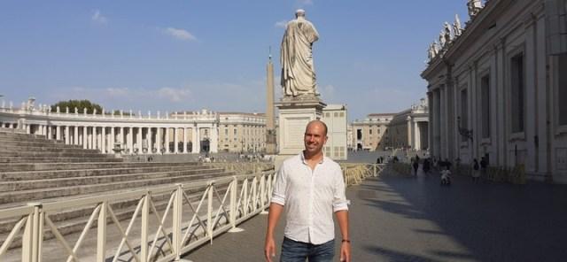 Sergio en uno de sus viajes al Vaticano.