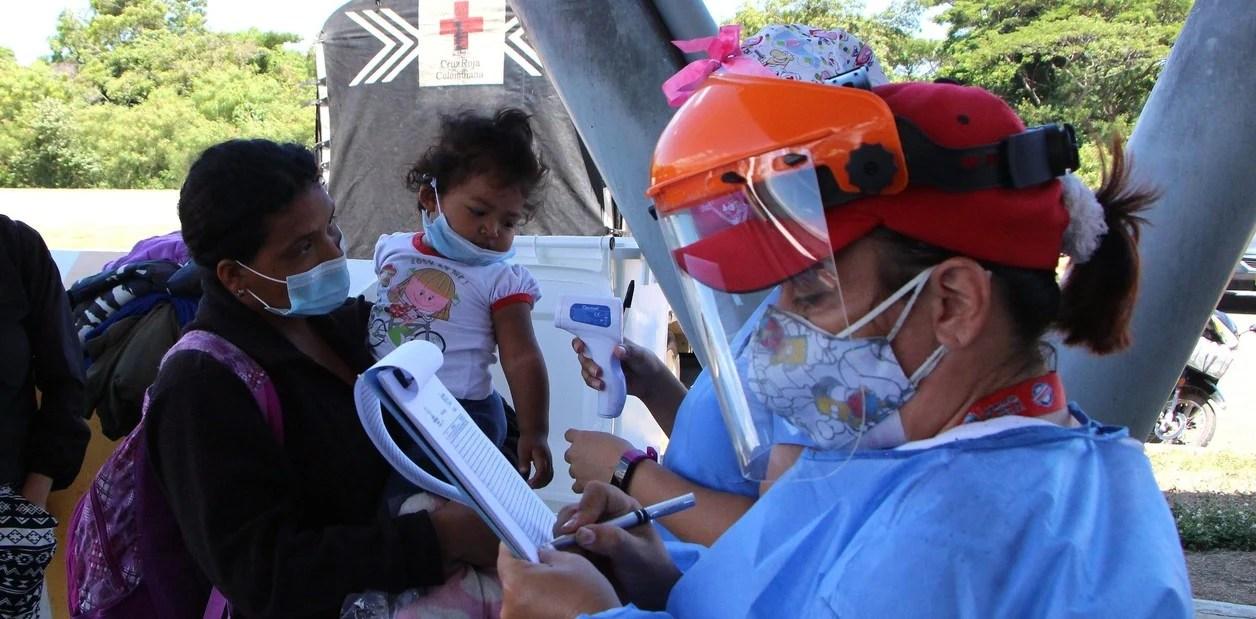 """Crisis en Venezuela: """"Maduro no hace pruebas de PCR para aplanar la curva"""" de coronavirus, dice la oposición"""