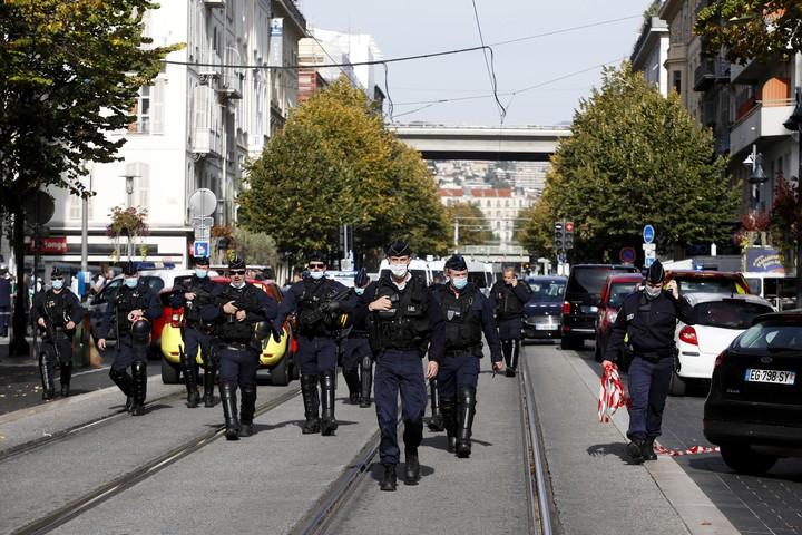 Francia se encontraba en alerta atentado severo nuevamente y fuertemente patrullada por militares y soldados desde hace una semana. Foto: EFE